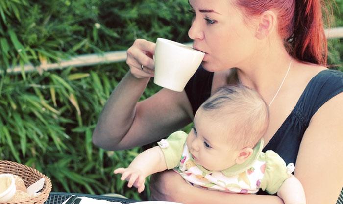 Можно ли кормящей маме кофе с молоком