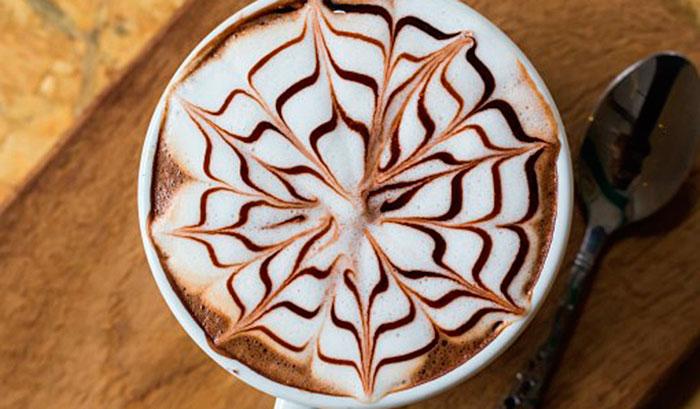 Шоколадная звездочка, снежинка на кофе