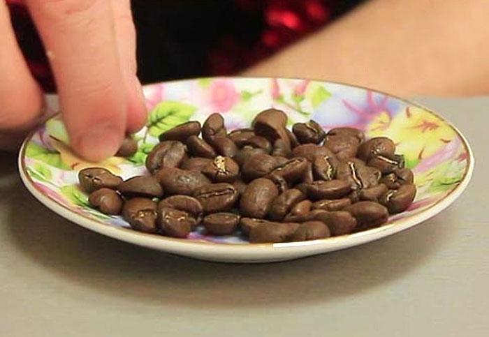 Вредно ли есть или жевать зерна кофе