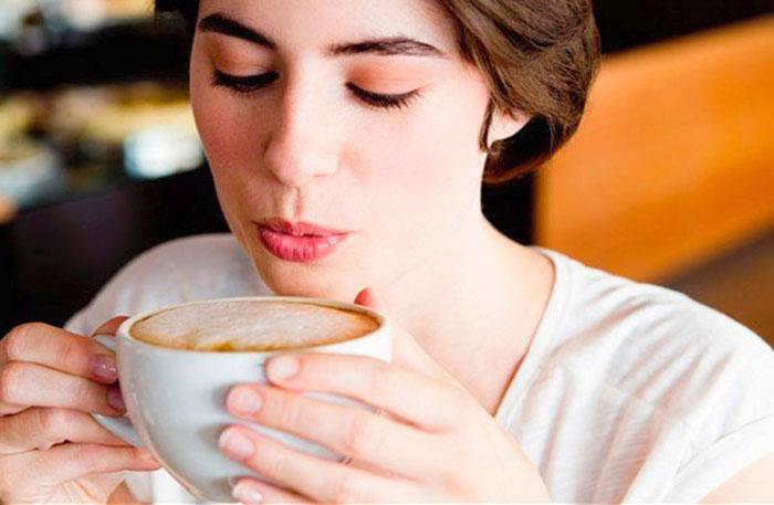 Почему от кофе желтеют зубы?